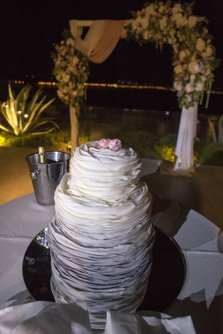 Wedding cake in Athenian Riviera wedding venue