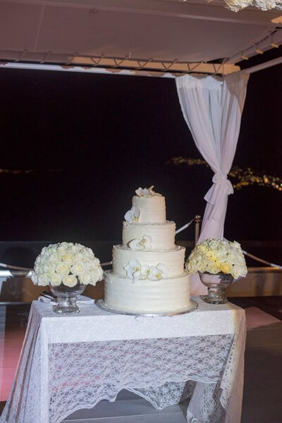 wedding cake in Santorini GEM venue